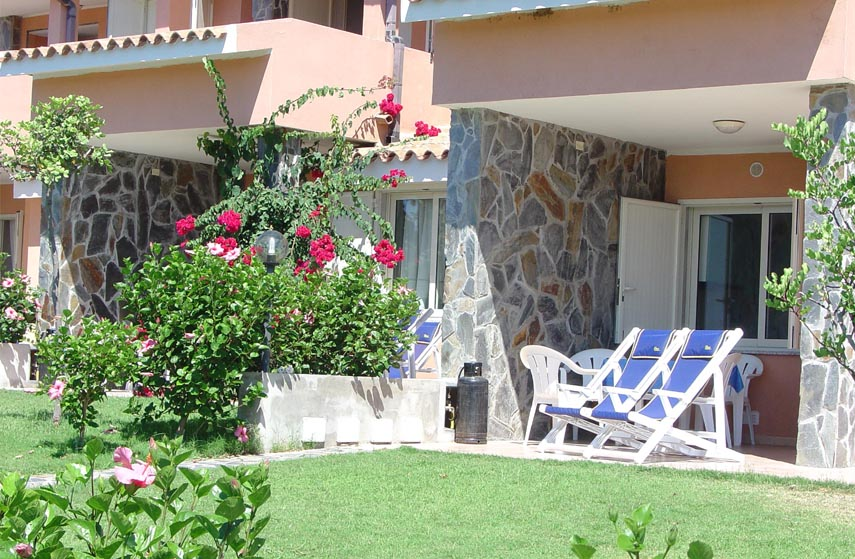 Holiday apartments in Sardinia, in Residence la Chimera, with pool and breathtaking views of the beaches of Villasimius