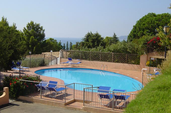 Apartment guests of our residences have access to the pool for Disposizione del piano piscina